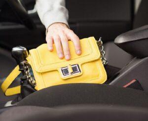 Забыл вещи в такси