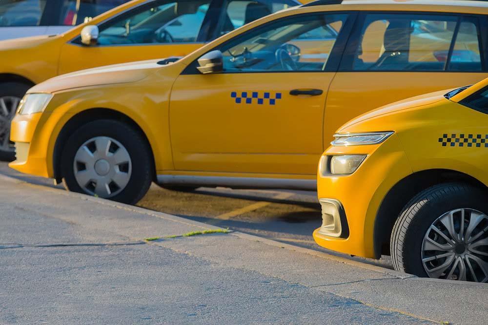 Можно ли парковать такси во дворе